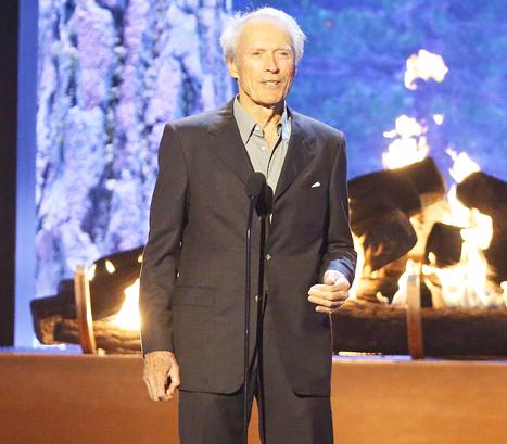 Clint Eastwood hace chiste de Caitlyn Jenner en los Spike Awards