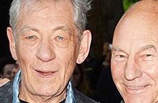 Patrick Stewart e Ian McKellen se besan en la red carpet!