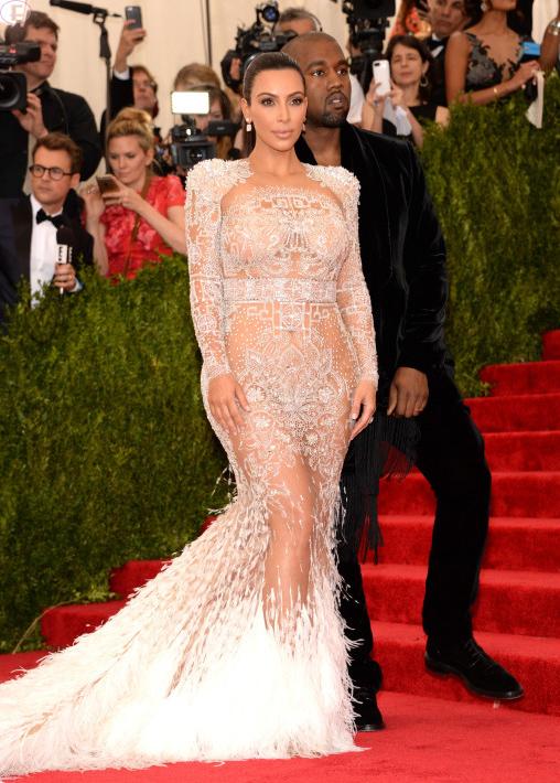 Kim Kardashian ya no puede ocultar su embarazo