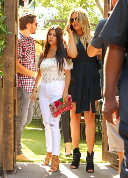 Kourtney Kardashian dejó a Scott Disick! Él escogió las fiestas!!