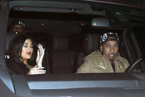 Tyga engaña a Kylie Jenner con un tranny!!??