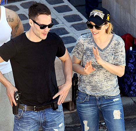 Rachel McAdams y Taylor Kitsch saliendo?