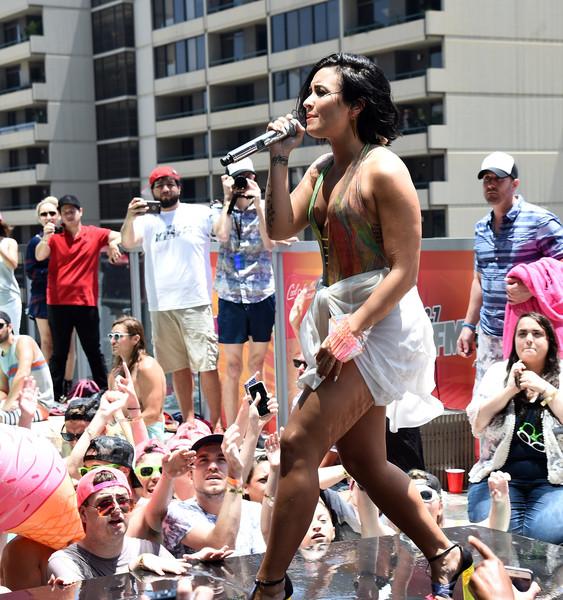 Demi Lovato cree que es como Rihanna y Nicki Minaj [Cosmo]