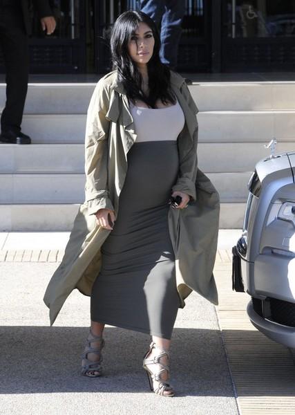 Kim Kardashian se desnuda para probar que esta embarazada