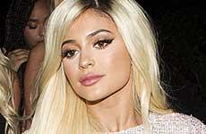 Kylie Jenner rubia celebra BDay recibe un Ferrari de Tyga