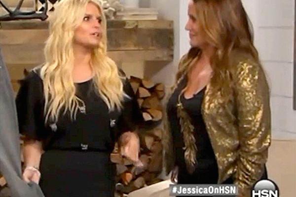 Jessica Simpson parece ebria en un show de tv