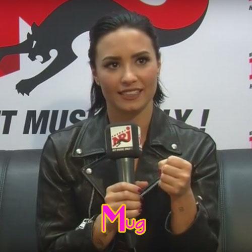 El plato favorito de Demi Lovato: una taza (mug)