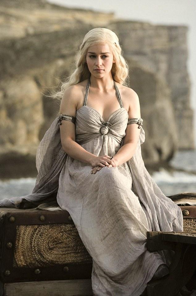 Games of Thrones, Emilia Clarke no soporta la escenas de sexo