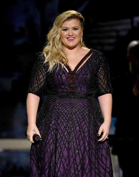 Kelly Clarkson espera un niño