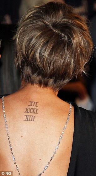 Kaley Cuoco cubre tatuaje de la fecha de su boda