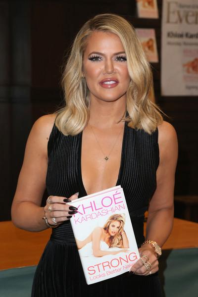 Khloe Kardashian enferma suspende gira de libro