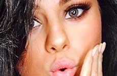 Selena Gomez con ojos claros: Cute o Creepy?