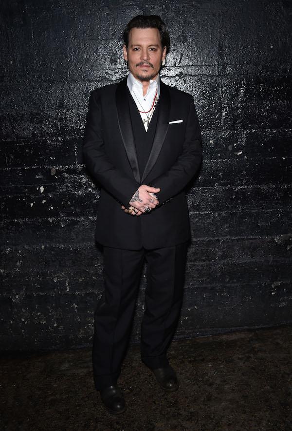 Johnny Depp parece vagabundo pero huele bien!
