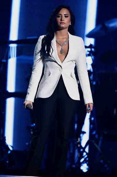 Kesha pierde juicio Dr. Luke - Tay dona dinero! Demi critica!