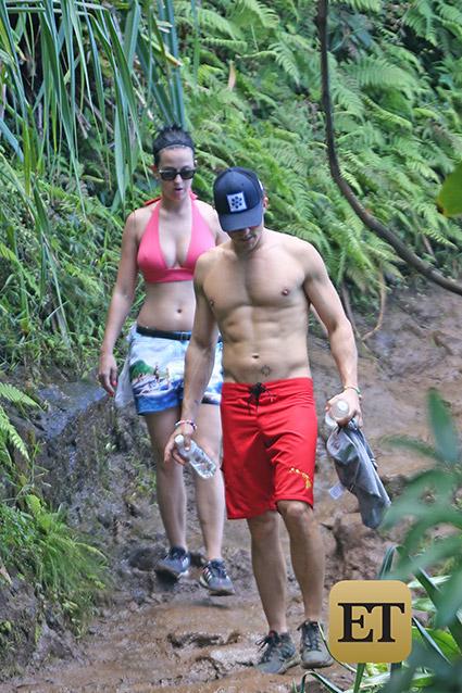 Katy Perry y Orlando Bloom de la mano en Hawaii!!