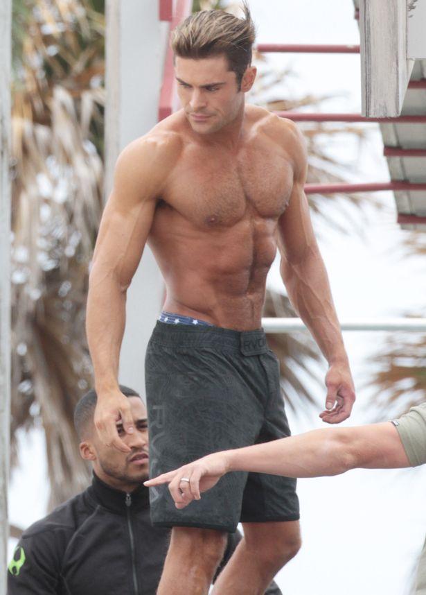 Zac Efron musculoso en Baywatch