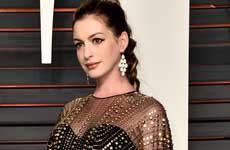 Anne Hathaway no es Mary Poppins por acento británico