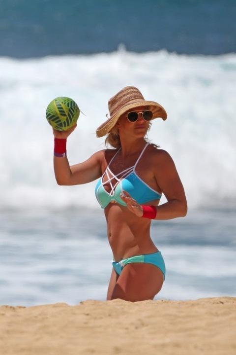 Britney Spears en bikini azul en Hawaii