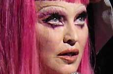 Madonna en crisis! Borracha, llora en el escenario!