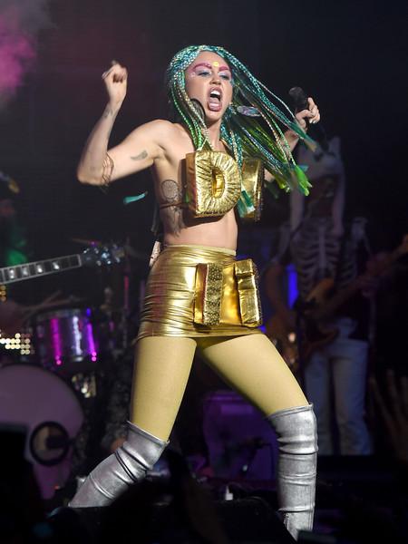 Miley Cyrus ama de casa por Liam? LOL!
