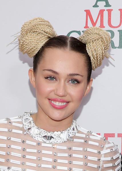 Miley Cyrus publica un Kimoji por el Dia de la Mujer