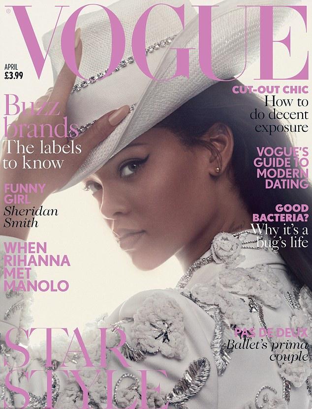 Rihanna con sus botas en Vogue UK