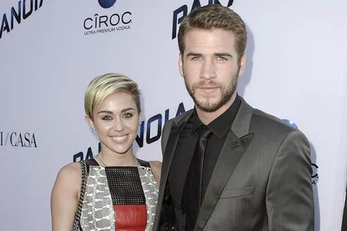 Miley Cyrus y Liam Hemsworth salen juntos!! PICS!!