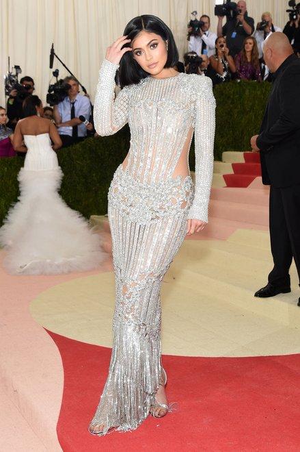 Kylie y Kendall Jenner en el Met Gala 2016