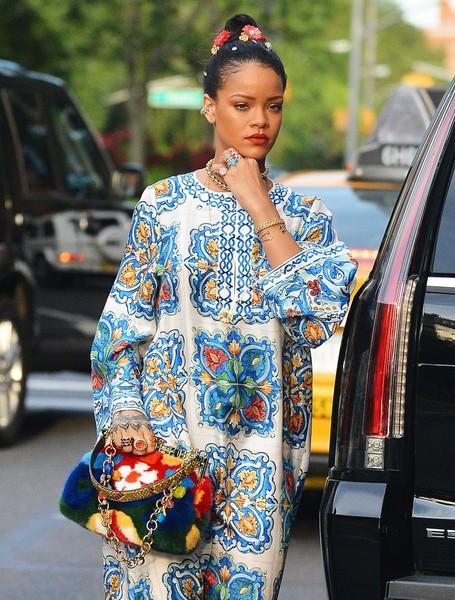 Rihanna es una extraterrestre!!