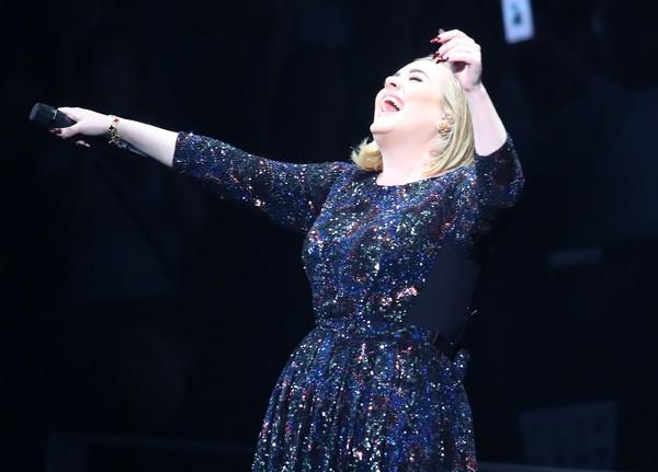 Adele: tarjeta de crédito rechazada!! LOL!