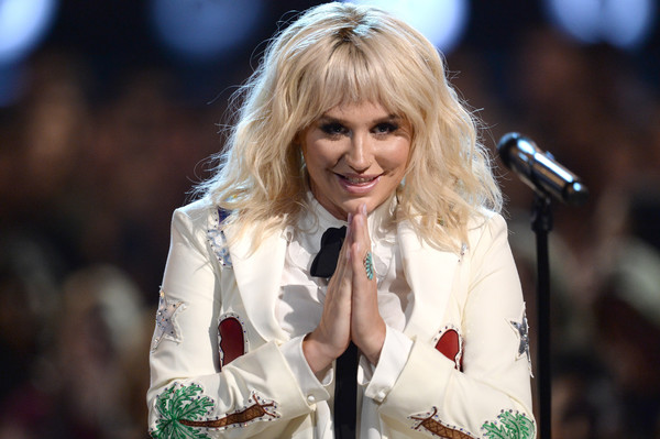 Kesha retiró demanda a Dr. Luke por acoso sexual
