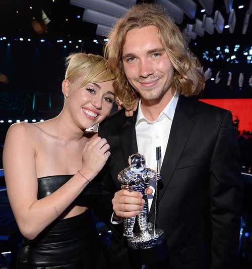 Recuerdan al vagabundo que Miley llevó a los VMAs 2014?