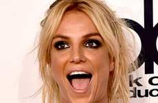 Britney amenaza con demandar a Intouch