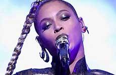 Beyonce se rompe la oreja en pleno concierto Ouch!
