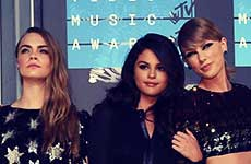 Taylor Swift y Demi Lovato sobre su squad