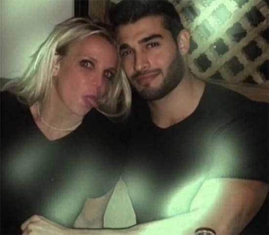 Britney Spears saliendo con Sam Asghari (Slumber Party)