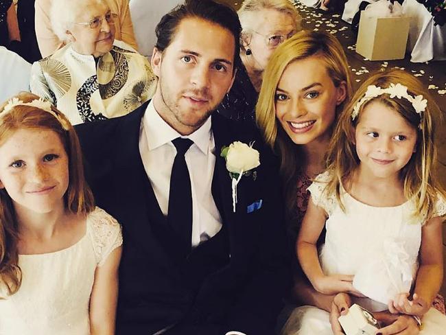 Margot Robbie confirma boda con Tom Ackerley!
