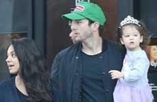 Mila Kunis y Ashton Kutcher padres por segunda vez! Baby Boy!