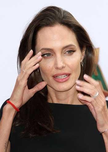 Angelina Jolie accede a sellar la custodia pero Brad es el malo