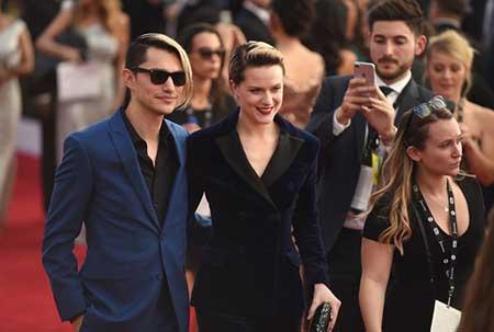 Evan Rachel Wood comprometida con Zach Villa