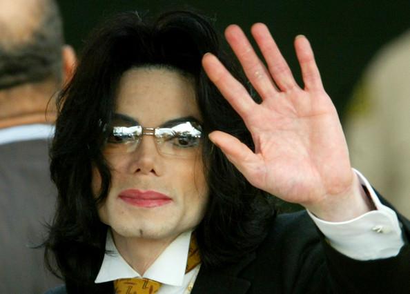 Joseph Fiennes como Michael Jackson (Urban Myths), Ofensivo?