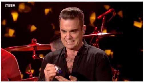 Robbie Williams desinfectó sus manos luego de tocar a fans
