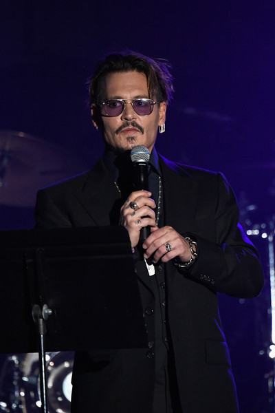 Johnny Depp gasta 30 mil dolares mensuales en vino!