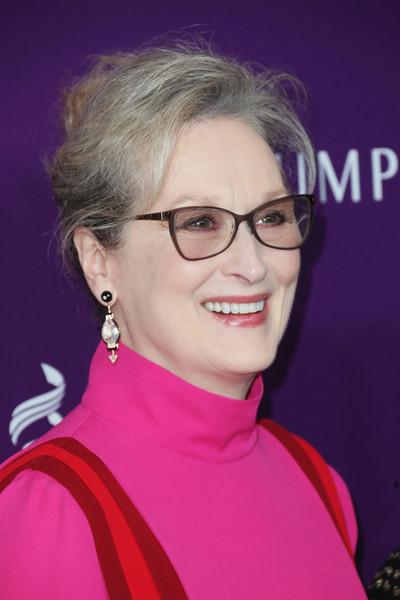 Meryl Streep rechazó vestido Lagerfeld porque no le pagan? FALSO!!