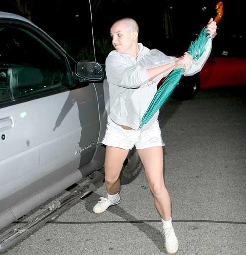 Paparazzo vende sombrilla de Britney Spears en 2007