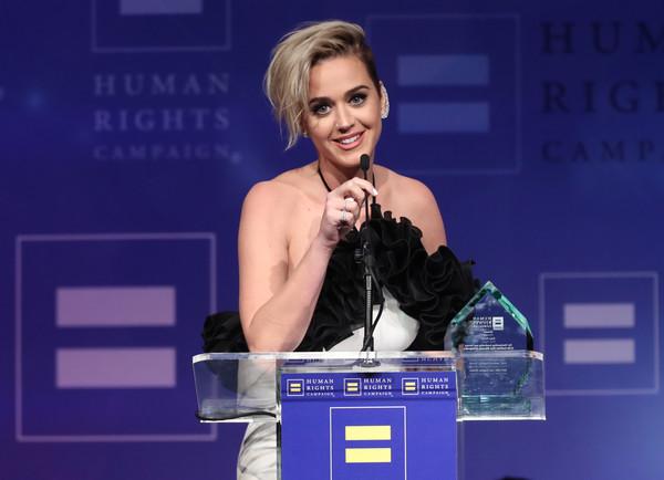 Katy Perry habla de su sexualidad - Besó una chica y le gustó!