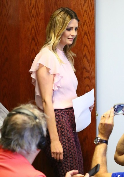 Mischa Barton orden de restricción contra dos ex novios