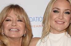 Goldie Hawn quiere que Kate Hudson salga con Brad Pitt?