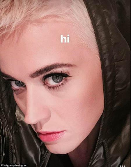 Katy Perry vuelve a cortar su cabello. Todo!