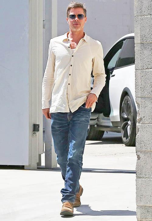 Brad Pitt caminando por L.A - Más flaco? lol!